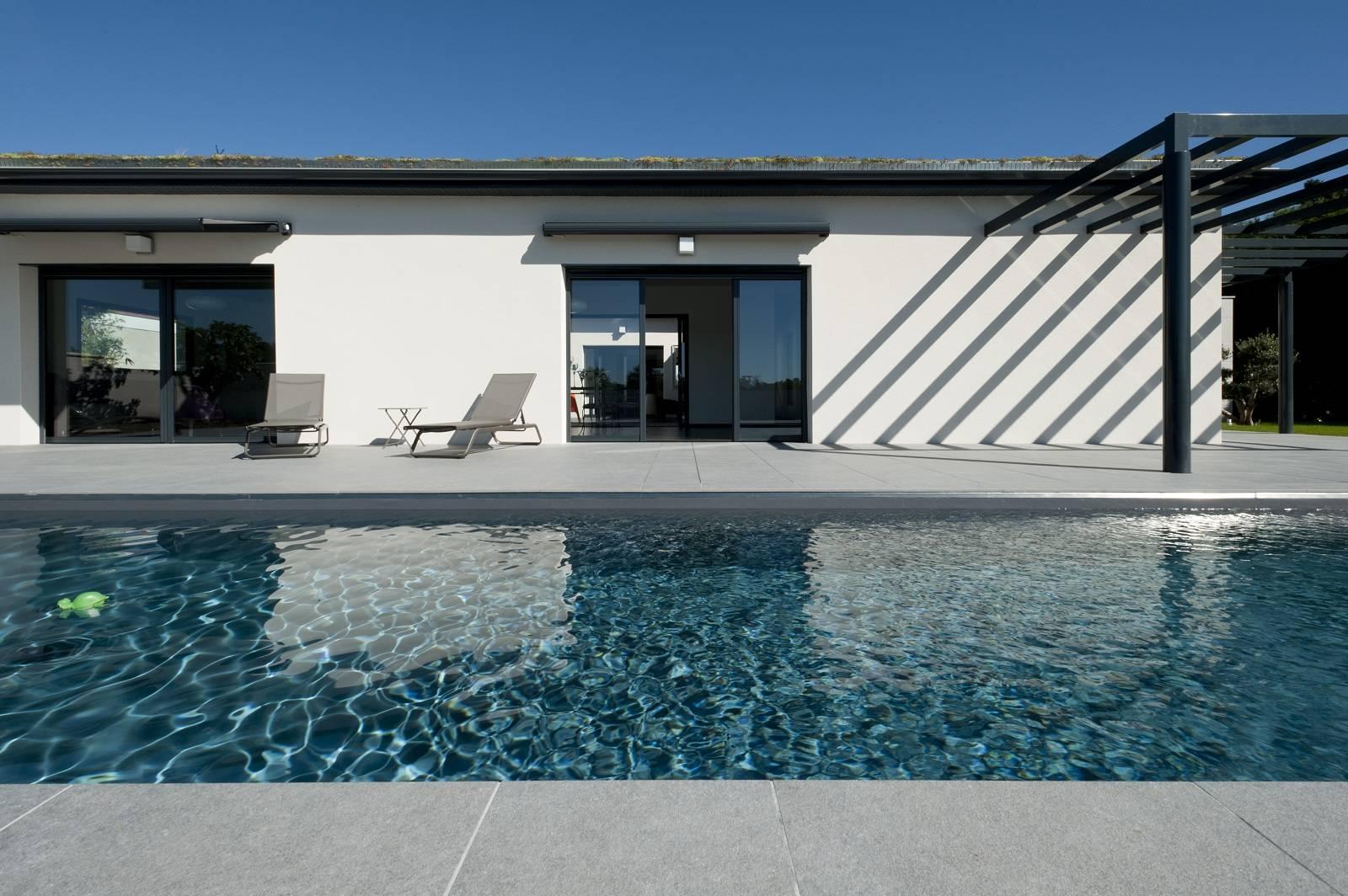Maison haut de gamme de plain pied avec patio région Roanne Riorges ...