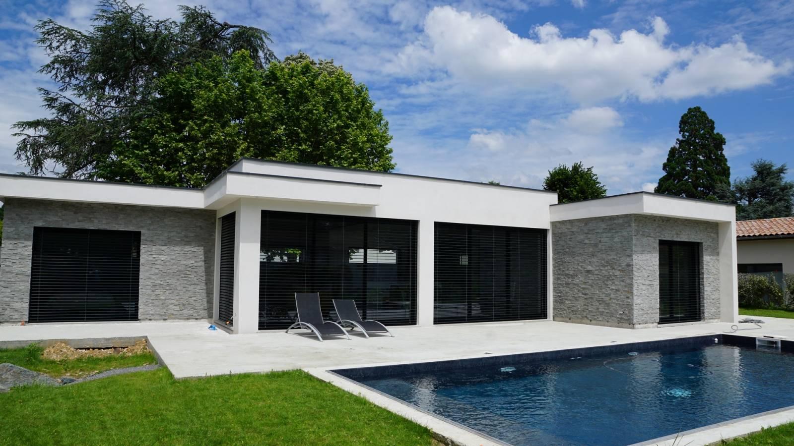 Constructeur maison haut de gamme portes de lyon construction de maison sur mesure vers roanne for Maison haut de gamme